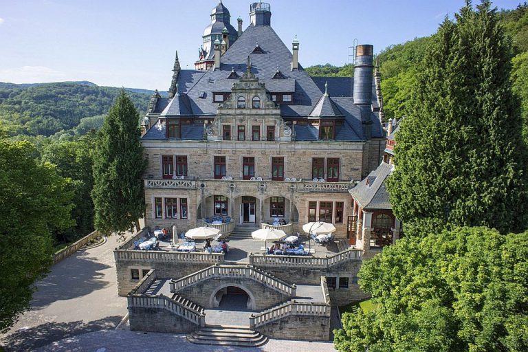 Замок-отель «Волчий источник»